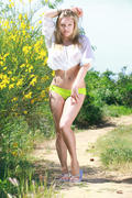http://img159.imagevenue.com/loc233/th_373031860_Blareis_Alessandra_A_0020_123_233lo.jpg