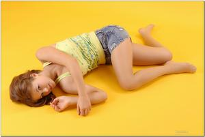 http://img159.imagevenue.com/loc440/th_279222769_tduid300163_sandrinya_model_denimmini_teenmodeling_tv_119_122_440lo.jpg