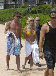 Britney Spears in a bikini takes a holiday in Hawaii - Hot Celebs Home